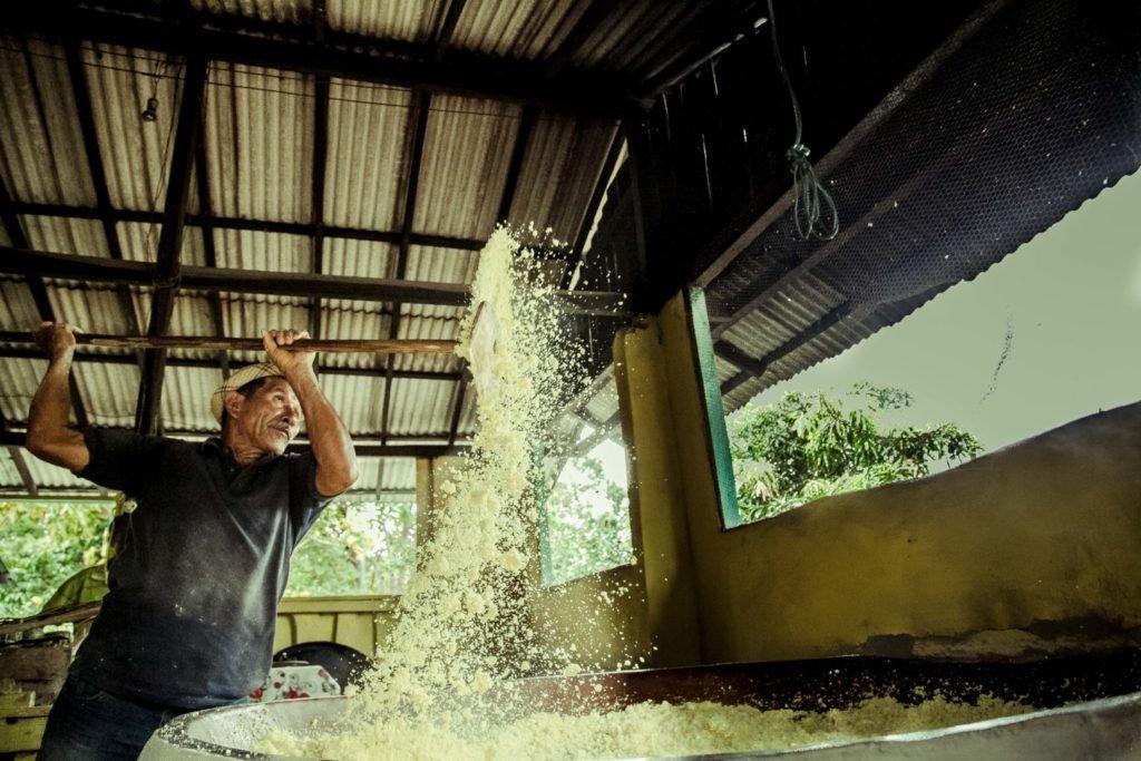 Receita de peixe frito empanado na farinha d'água com palmito